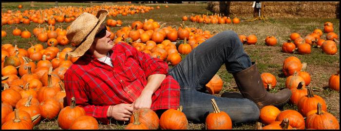 Jonas-Stenstrom-with-pumpkins